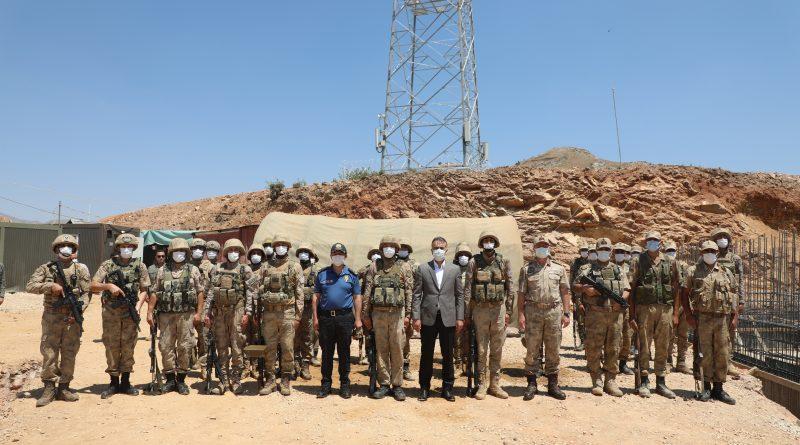 Vali Oktay Çağatay, Güvenlik Güçlerimizi Ziyaret Ederek Bayramlarını Kutladı