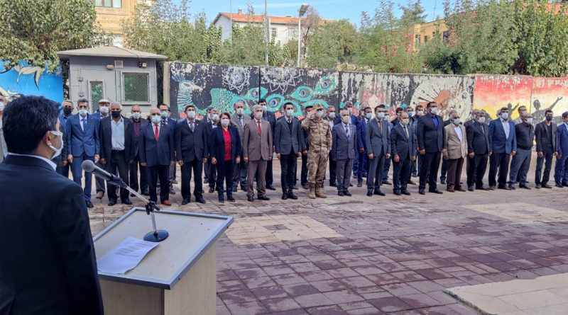 Kaymakam Abdullah Huzeyfe ÇAKMAK 19 Ekim Muhtarlar Günü münasebetiyle düzenlenen çelenk sunma törenine katılmıştır